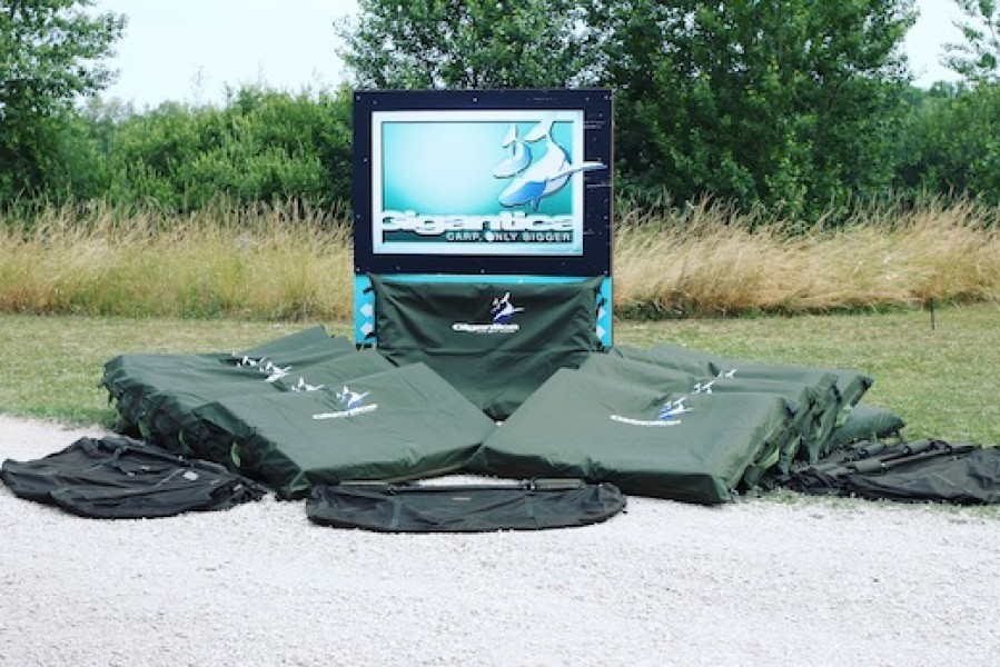 Our big unhooking mats are perfect for the Gigantica monsters. Please leave your's at home.