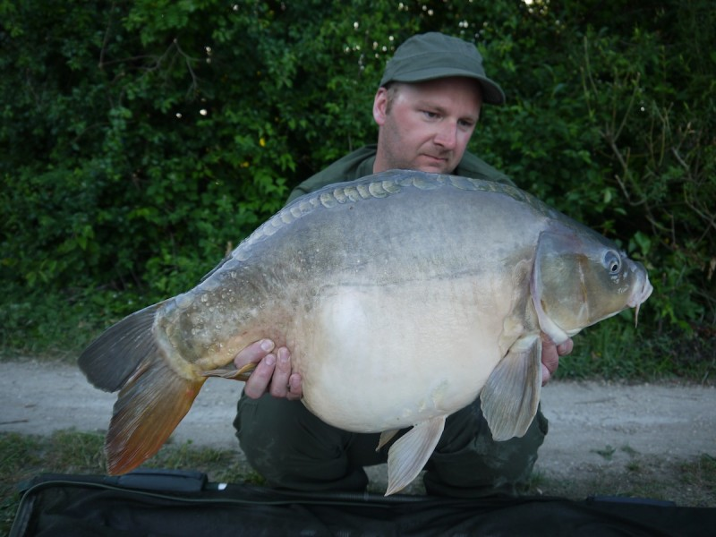 kristian with a 32lb 06oz mirror