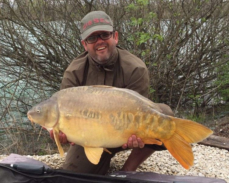 Mark with a 30l 8oz mirror