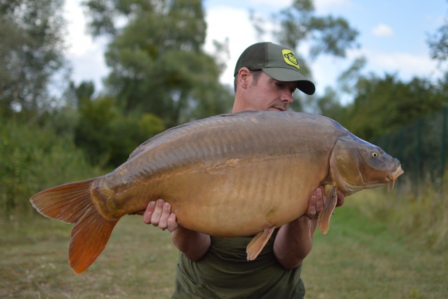 Scott with a 39lbs mirror