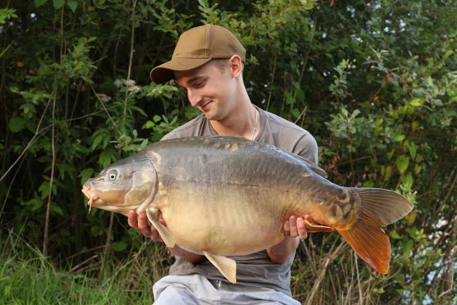 Rain Layzell with Lazy's mirror at 31lb2oz from the Poo 29.7.17