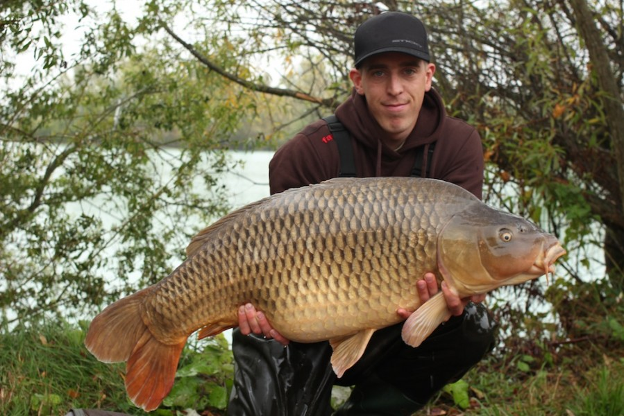 George Treadwell with the Korda Social Common at 39lb 5oz