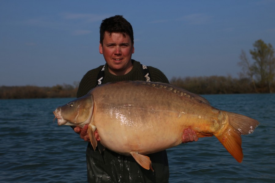 Ben Morgan with Pin scale @ 60lb 4oz Tea Party 1 23/03/19
