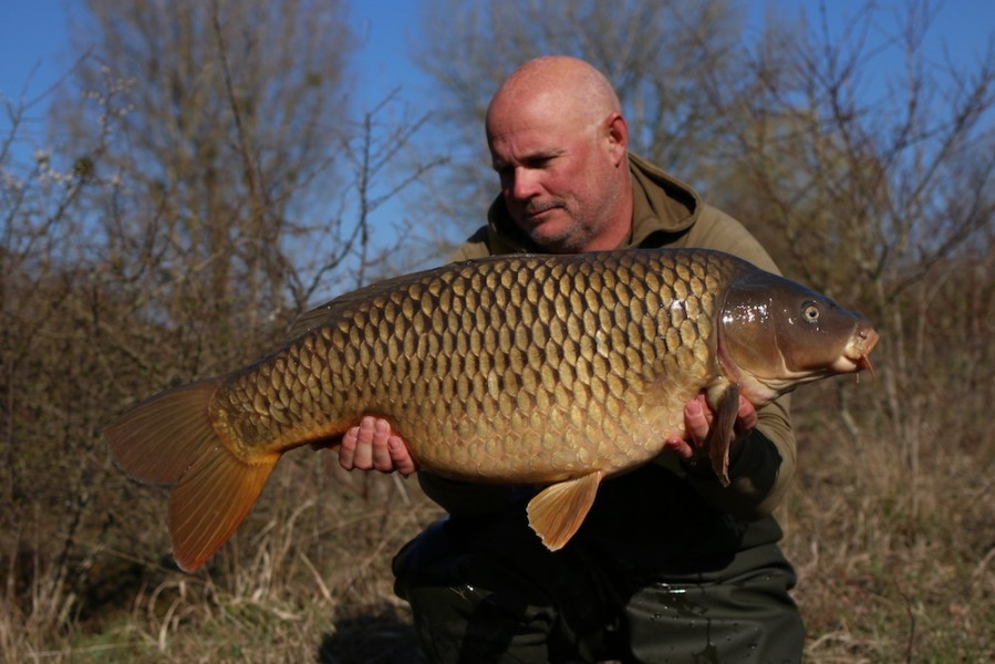 Steve French with a 27lb 12oz common from The Poo 23/03/19