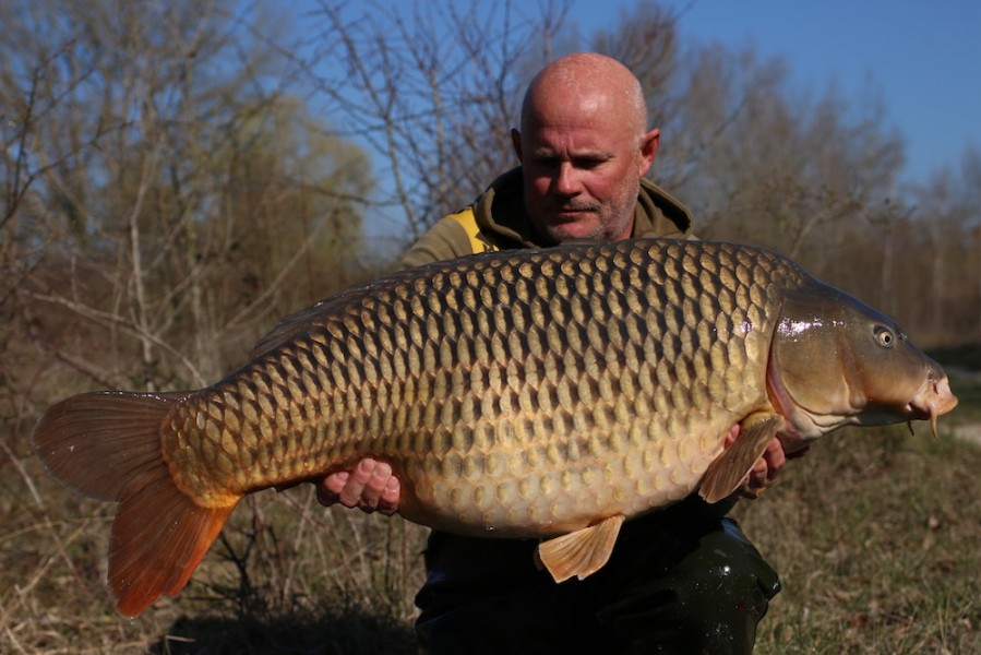 Steve French with the Long Common at 48lb 12oz from The Poo 23/03/19
