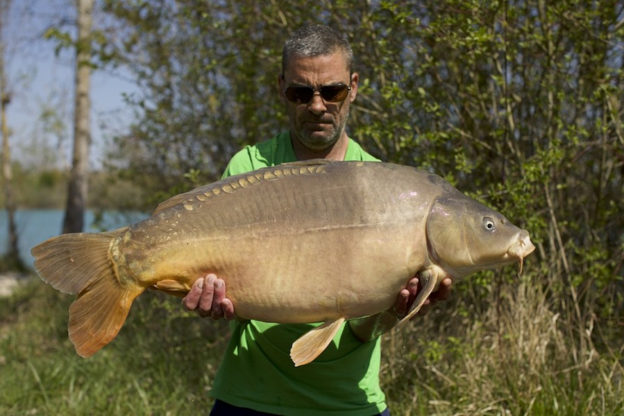 Andy Bowman with Rene's at 38lb 8oz from Bacheliers 13.4.2019