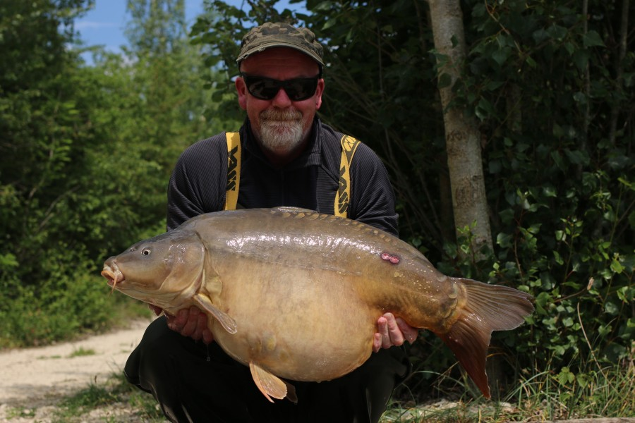 Richard wood with Ringo at 36lb 8oz 01.06.2019