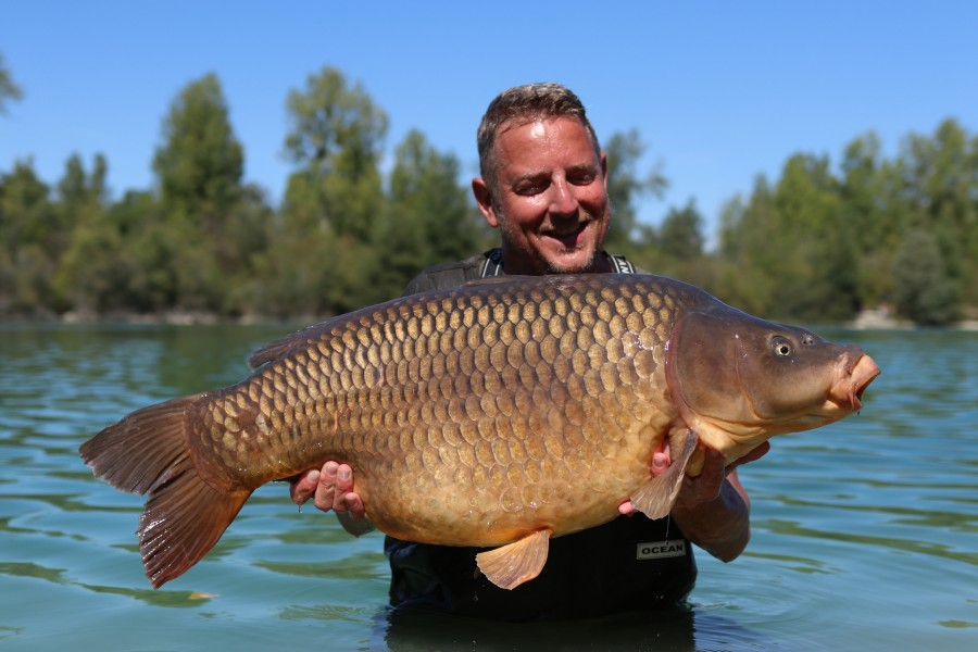 Phil Newman with the Unnamed Common at 48lb from the beach 24.08.19