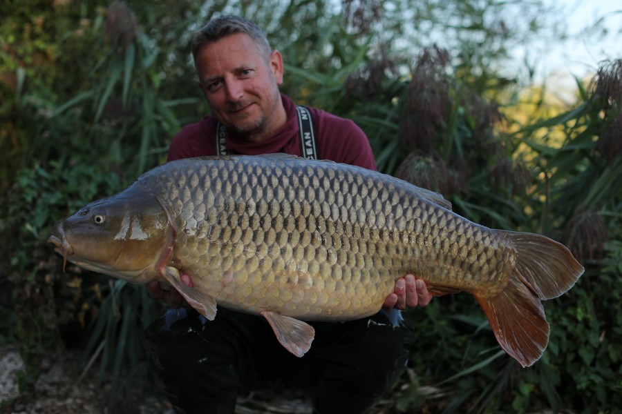 Phil Newman with the Korda Social Common  at 42lb 8oz from the beach 24.08.19